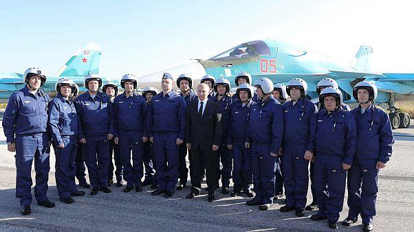 Владимир Путин �� лётчиками в Хмеймиме