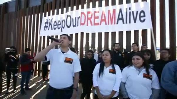Συνάντηση των «ονειροπόλων» στα σύνορα με το Μεξικό