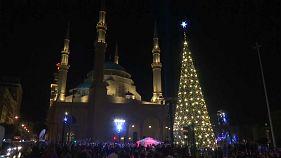 شاهد: بيروت تضيء شجرة الميلاد تحية إلى القدس