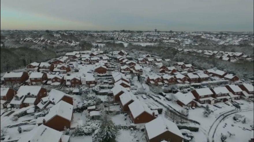 Neve e vento sferzano l'Europa