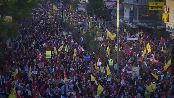 Miles de personas marchan en Beirut