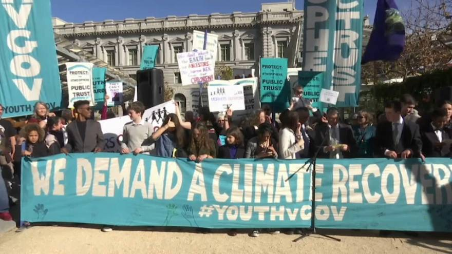 Manifestação à frente do tribunal