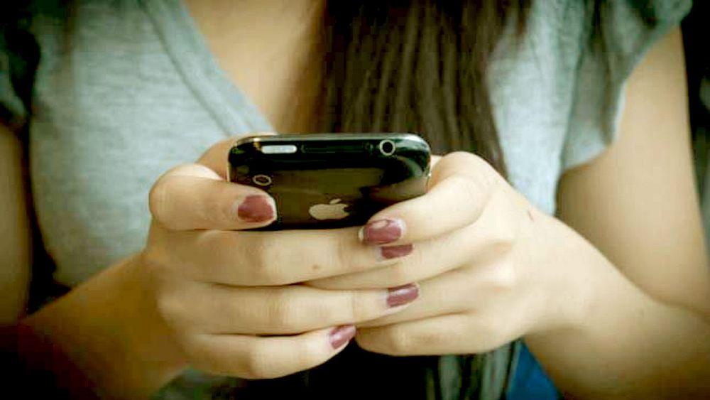 حظر الهواتف الذكية من المدارس الفرنسية في 2018   Euronews
