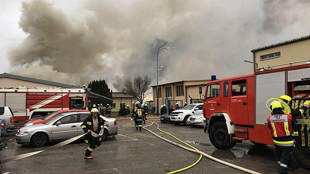 Tűzoltók dolgoznak az ausztriai Baumgarten an der March közelében