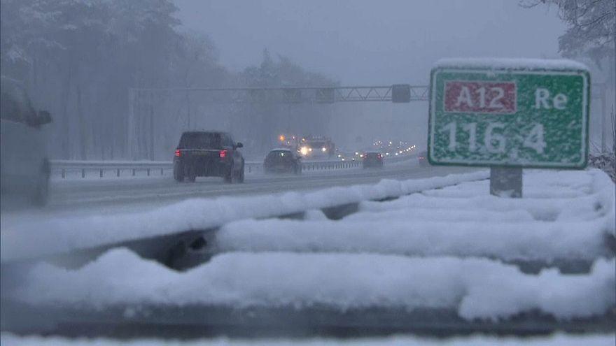 هولندا: اضطراب حركة النقل الجوي بسبب الثلوج