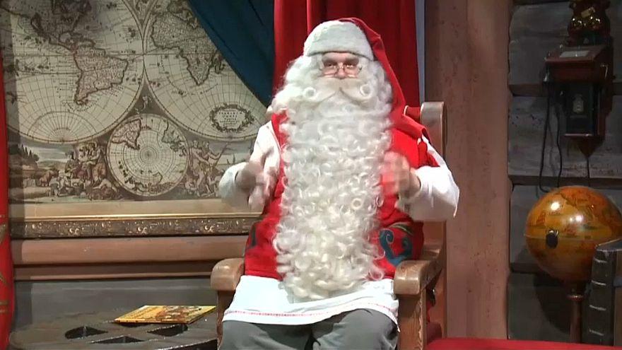 Noel Baba'nın köyü ziyaretçi akınına uğradı