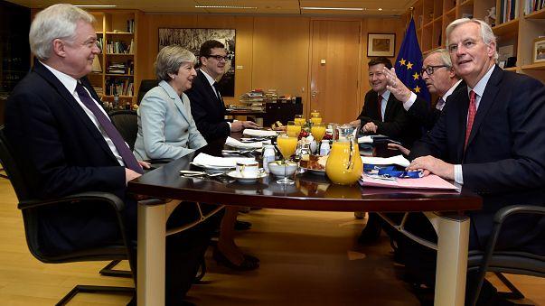 Brexit: Η ώρα της δεύτερης φάσης διαπραγματεύσεων