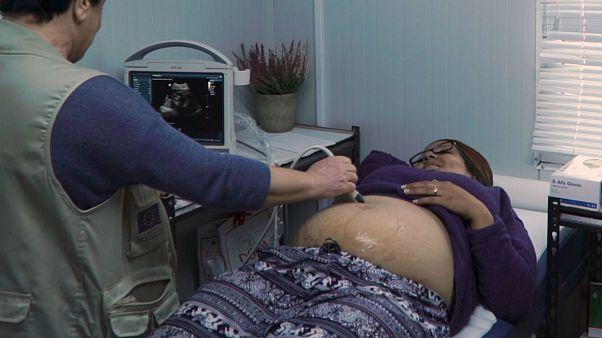 Οι «Γιατροί του Κόσμου» στο πλευρό των εγκύων προσφύγων