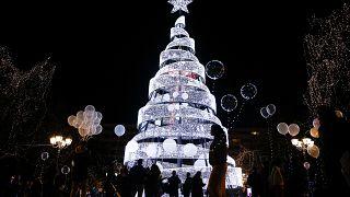 Αθήνα: Το δέντρο της ελπίδας άναψε
