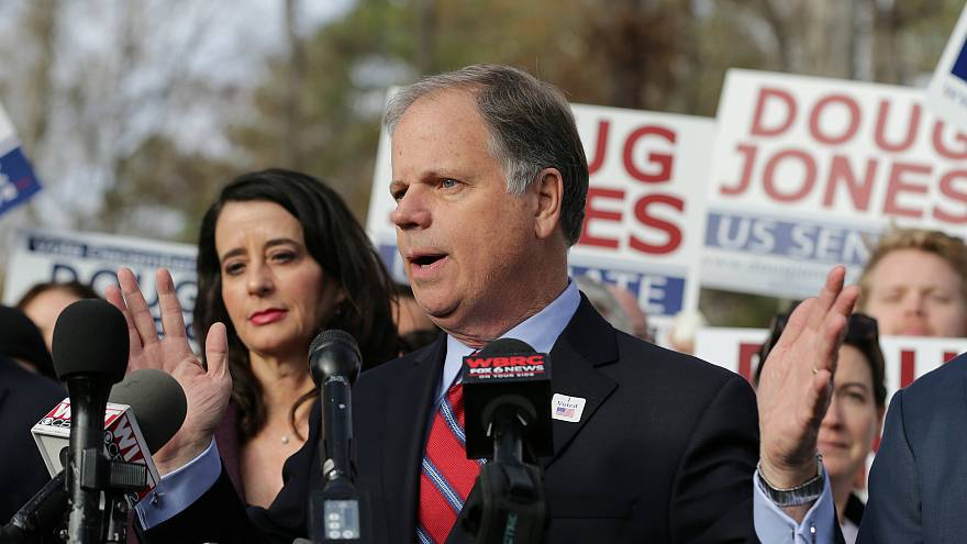 El demócrata Doug Jones vence al republicano Roy Moore en Alabama