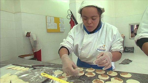 بالفيديو: مطعم مغربي يديره متحدو الصعاب