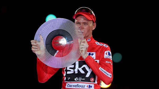 (Arquivo) Chris Froome no pódio depois de vencer a Vuelta deste ano