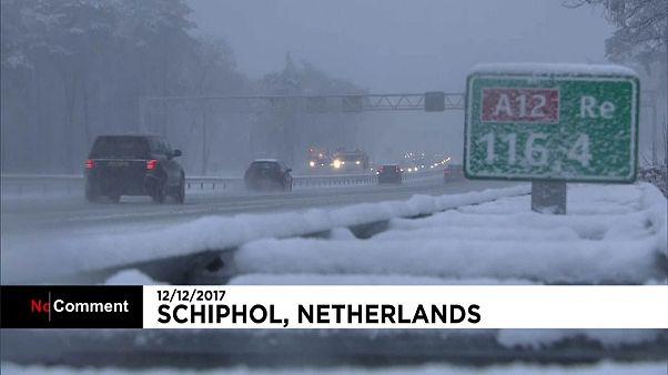 Havazás nehezíti a közlekedést Hollandiában