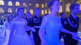 Moskova'da harbiyeli balosu
