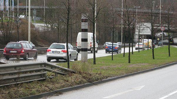 آلمان؛ راننده تراکتور ۶ دوربین کنترل سرعت را تخریب کرد