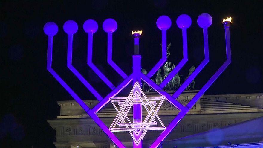 Berlin'de önlemler altında Hanuka Bayramı kutlandı