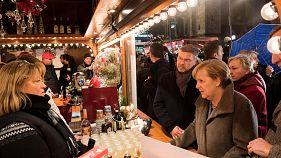 Меркель критикуют за ярмарку