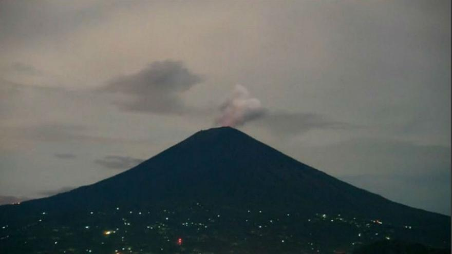 Watch: Time-lapse shows Bali volcano erupting day and night