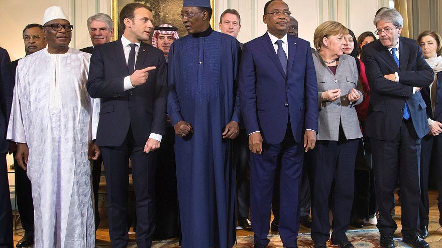 ماكرون يحشد الدعم المالي لمكافحة الإرهاب في إفريقيا وتبرع سعودي وحذر جزائري