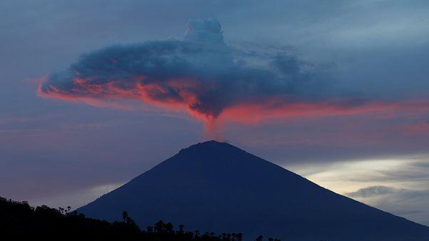 Lenyűgöző timelapse videó az Agung vulkán kitöréséről