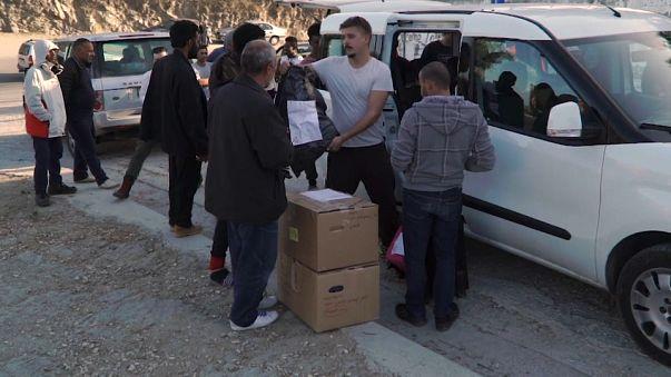 Lesbo: una Ong distribuisce donazioni ai rifugiati del campo di Moria