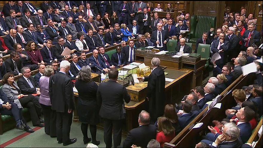 İngiltere Başbakanı May'e AB müzakereleri öncesi darbe