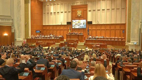 Romanya'da tartışmalı yargı reformuna ilk onay