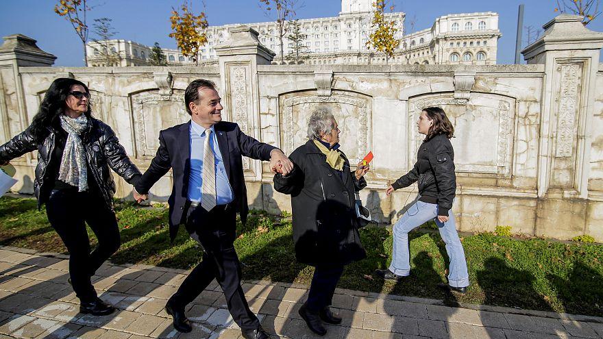 Parlamento romeno aprova dois polémicos projetos de lei