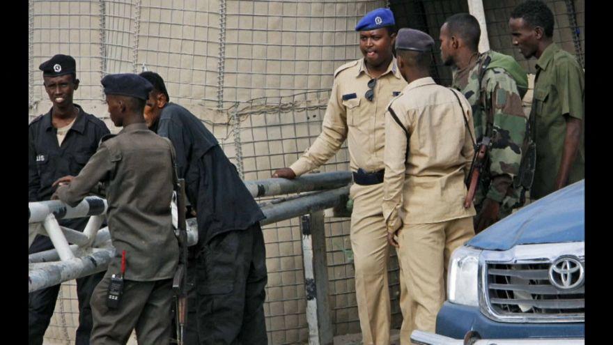 Somalia: kamikaze si fa esplodere in un'accademia di polizia