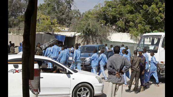 Somali'de polis akademisine saldırı: 17 ölü
