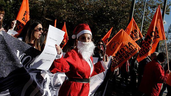 Санта-Клаусы на раскалённой сковородке