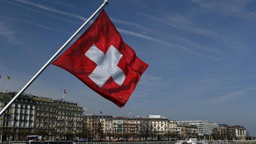 Flirten oder Grabschen? Schweizer Parlament erklärt Abgeordneten den Unterschied