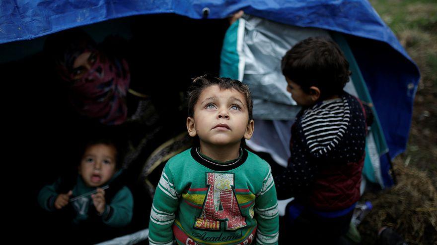 Auf Lesbos bringt der 'Weihnachtsmann' Decken, Jacken und Zelte