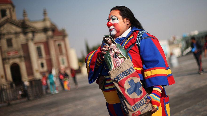 Les clowns et la Vierge