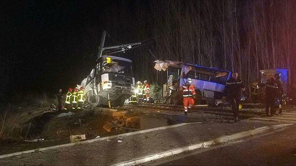 مقتل 6 أطفال جراء اصطدام حافلة مدرسية بقطار جنوب فرنسا