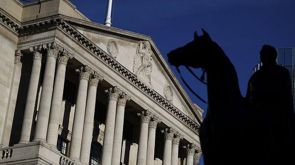 Αμετάβλητα τα επιτόκια από την Τράπεζα της Αγγλίας