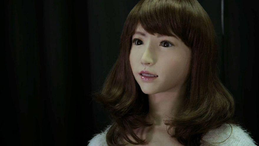 """Vi presentiamo Erica, il robot """"mostruosamente"""" umano"""