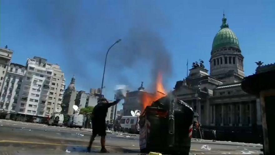 Violentos choques en Buenos Aires por la reforma de las pensiones