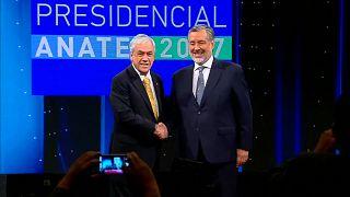Piñera y Guillier se dan la mano tras un debate