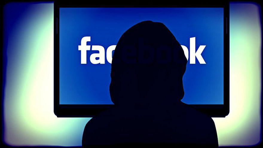 """فرنسا تسعى لتقييد القصر على """"فيسبوك"""""""
