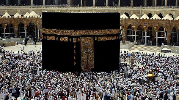 السعودية تصدر قرارا بمنع التصوير داخل الحرمين