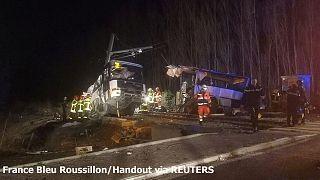 Γαλλία: Στους έξι οι νεκροί μαθητές από τη σύγκρουση τρένου με σχολικό