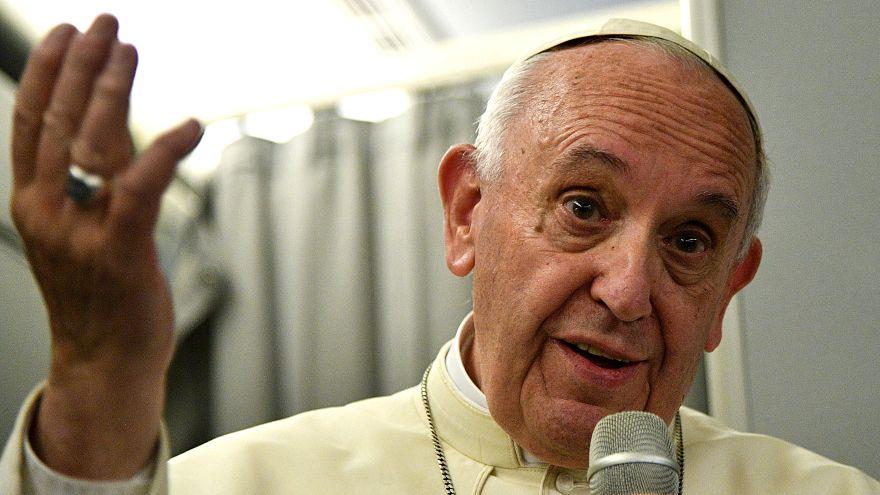 """البابا فرنسيس أثناء مقابلة تلفزيونية """" تجنبوا الحوار مع الشيطان"""""""
