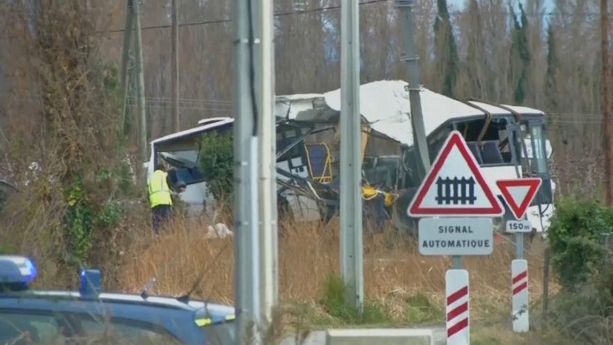 La policía francesa investiga el accidente de un bus escolar