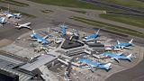 Amsterdam, polizia spara su uomo armato di coltello all'aeroporto