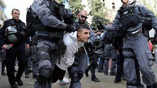 Pelo menos dois mortos e dezenas de feridos em confrontos entre palestinianos e forças israelitas