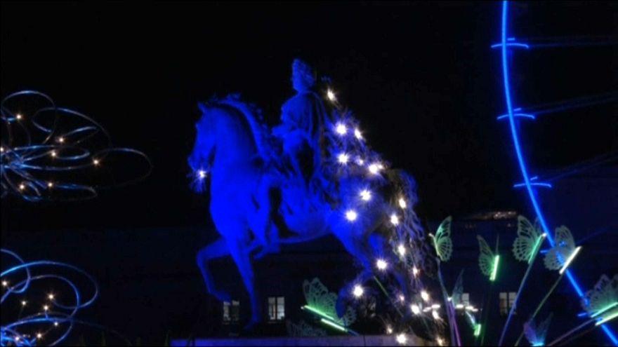 نورافشانی مجسمه لوئی چهاردهم در جشن نور لیون