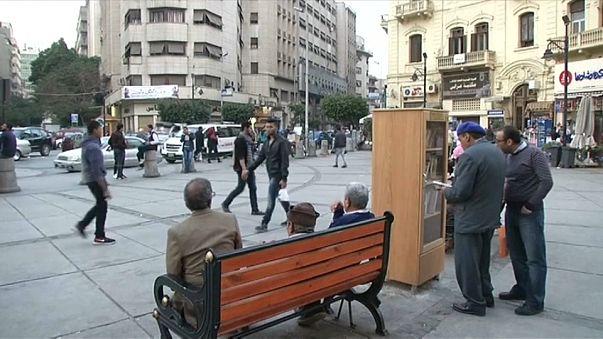 """مبادرة مدنية في شوارع القاهرة """"ضع كتابا... وخذ كتابا"""""""