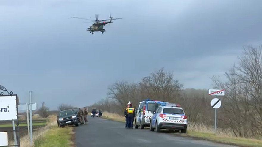 Rendőrök, katonák és határőrök kutattak Röszkénél