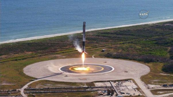 Space X ilk kez uzaya geri dönüşümlü roket fırlattı